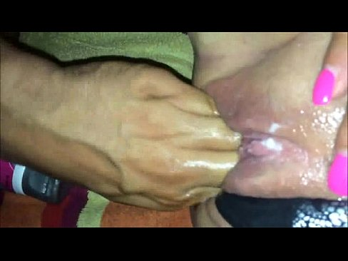 Pics of men sticking fingers in pussy